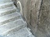 階段シーリング前。
